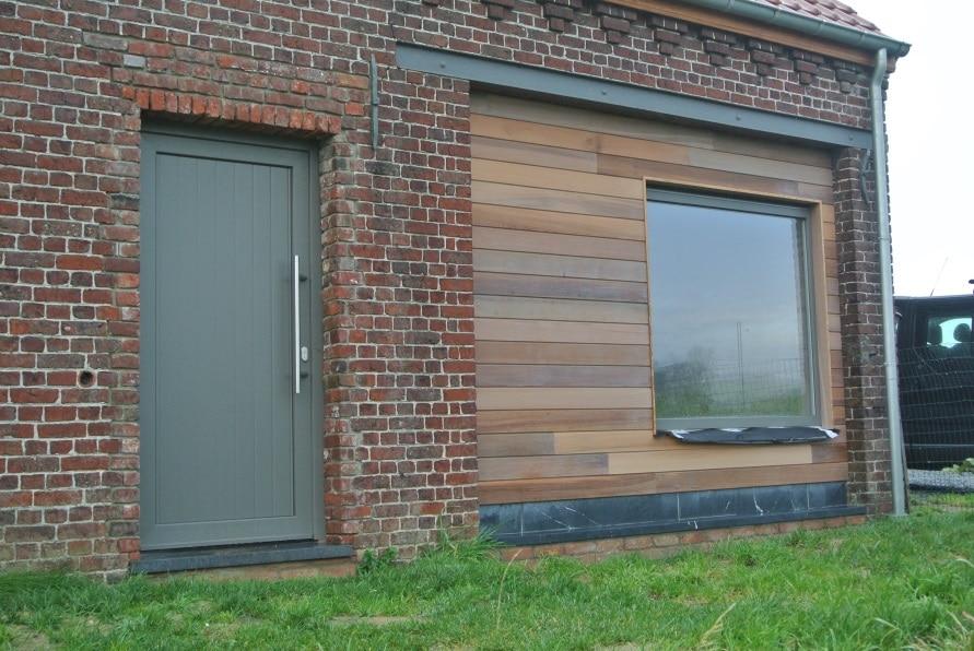 transformation d 39 une grange en habitation saint sauveur. Black Bedroom Furniture Sets. Home Design Ideas